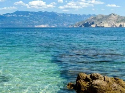 Vela-plaza-Beach-Krk-island-610x457